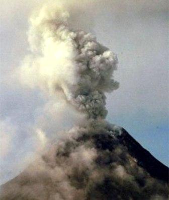 20091224060853-1.volcan-mayon-en-filipinas.jpg