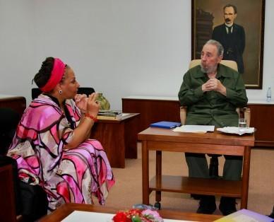 20100813043526-fidel-y-senadora-colombiana.jpg