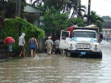 20101003085948-inundaciones-rio-guaso1.jpg