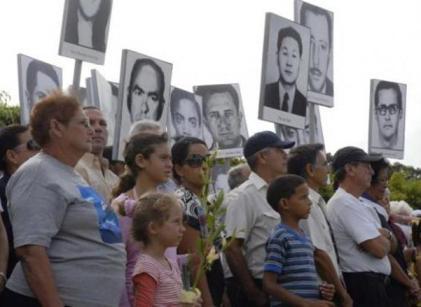 20101030012409-familiares-victimas-barbados-cuba-5-580x398-small-.jpg