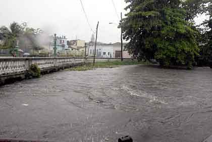 20110615070102-lluvias-en-santa-clara.jpg