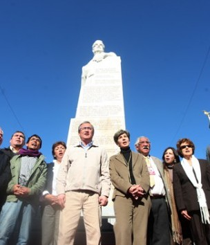 20110628114341-monumento-a-allende-recortada.jpg