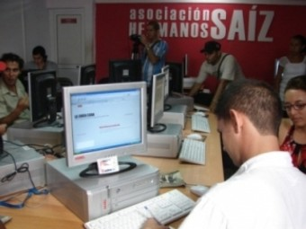 20120402215238-blogueros-cubanos.jpg