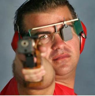 20120803172724-pistola-oro-cuba.jpg