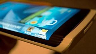 20131124130838-celular-con-tres-pantallas.jpg