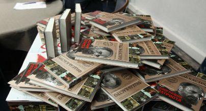 20140322131724-sale-a-la-luz-en-moscu-un-nuevo-libro-sobre-el-revolucionario-cubano.jpg