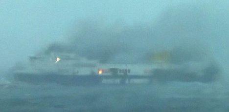 20141228195155-ferry-italiano-incendio.jpg