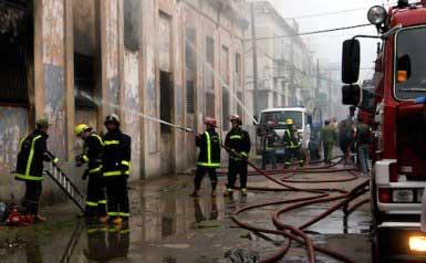 20150108125639-bomberos-fuego-centro-haban.jpg