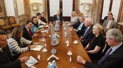 20150120135159-canciller-cubano-senadores-eeuu.jpg