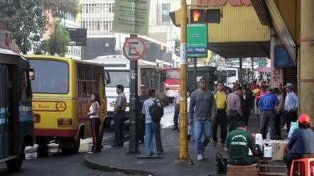 20150311150740-calles-de-caracas.jpg
