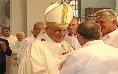 20150922200823-el-general-de-ejercito-raul-castro-saluda-al-papa-francisco-antes-del-inicio-de-la-misa.jpg