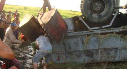 20151010224758-accidente-hino-camaguey-santa-cruz-del-sur-2012.jpg