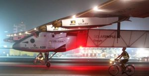 20160727194217-avion-solar-llega-a-su-destino-final-de-su-destino.jpg