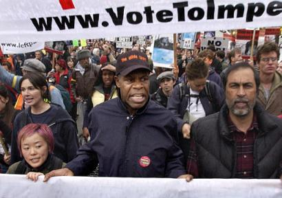 20100912172516-danny-glover-anti-war.jpg