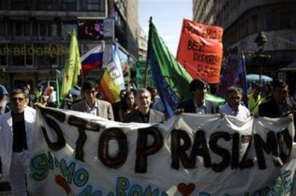 20100914084829-420-serbia-gitanos-protesta.sff.embedded.prod-affiliate.84.jpg