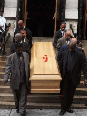 20100920215152-funeral-de-lucius2-580x859.jpg