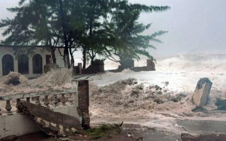 20121025063304-huracan-sandy-avanza-a-jamaica-619x348.jpg