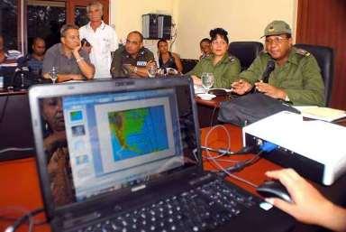20121025063406-reunion-consejo-defensa-holguin-proximidad-huracan-sandy.jpg
