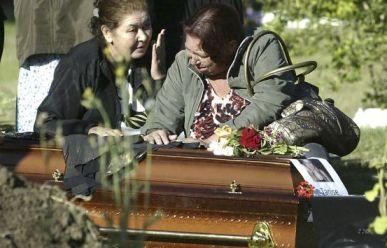 20130129193333-sepultan-a-victimas-de-la-discote-kiss.jpg