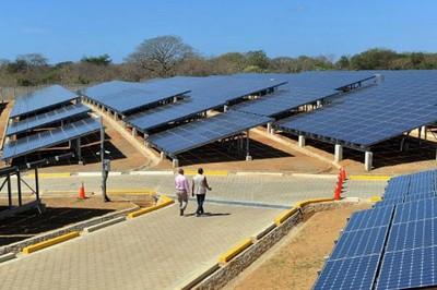 20130223123349-nicaragua-planta-fotovoltaica.jpg
