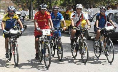 20130327051203-ciclistas-por-los-cinco-ped.jpg