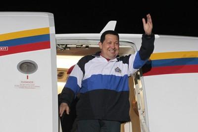 20130421122202-8-chavez-aeropuerto-haiti.jpg