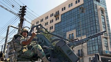 20130908124214-evacua-embajada-en-libano.jpg