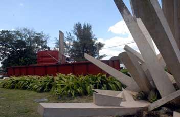 20131217133938-monumento-al-tren-blindado.jpg