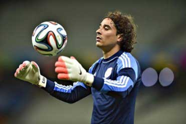 20140619044033-guillermo-ochoa-mexico-vs-b.jpg