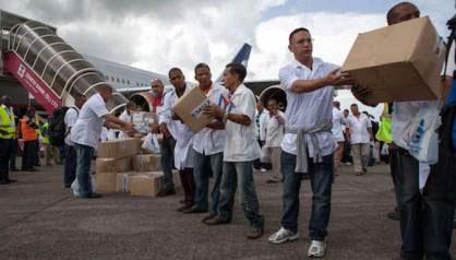 20141005235605-medicos-cubanos-ebola-opt.jpg