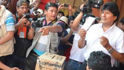20141012162129-evo-comicios-bolivia-votaci.jpg