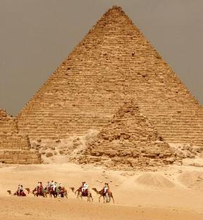 20141107125511-piramide-de-micerino-en-egipto.jpg