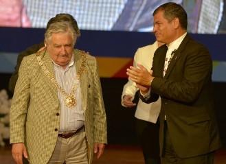 20141205114551-mujica-condecorado-por-correa-580x434.jpg