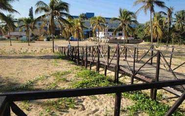 20150316034709-erosion-pasarela-santa-mari.jpg