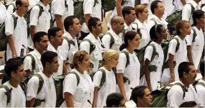 20150507021536-medicos-cubanos-nepal.jpg