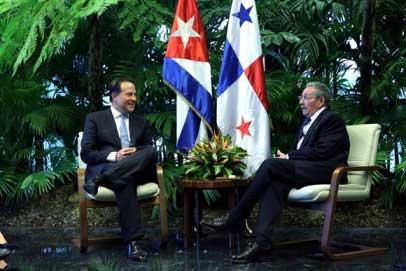 20150911122819-presidentes-de-cuba-y-panam.jpg