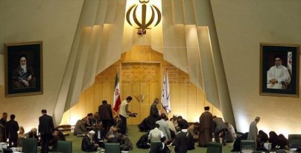 20151012125300-parlamento-irani.jpg