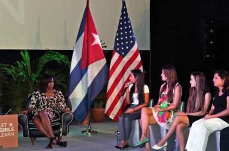 20160321200657-michelle-obama-estuiantes-cubanas.jpg