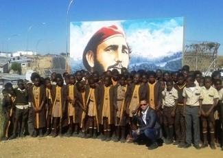 20160416191652-pintura-de-fidel-en-escuela-namibia-580x461.jpg