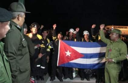 20160428162744-llegada-rescatistas-cubanos-a-la-habana.jpg