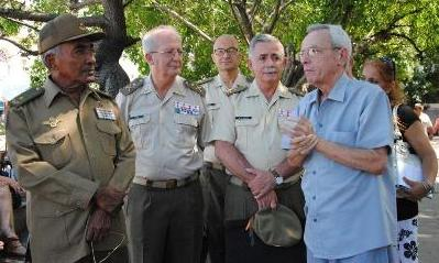 20160922015741-miembros-del-instituto-de-historia-militar-de-espana-de-visita-en-cuba.jpg