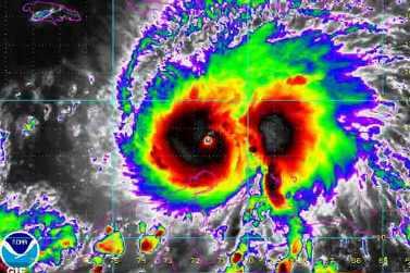 20161002033429-consideran-al-huracan-mattew-un-peligro-para-el-oriente-cubano.jpg