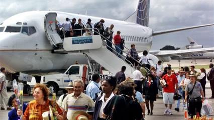 20170102034052-cuba-acaba-de-superar-la-cifra-record-de-turistas-extranjeros-.jpg