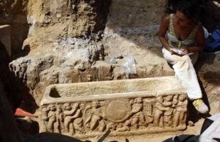 20170824055053-roma-sarcofagos-cerca-del-estadio-olimpico.jpg