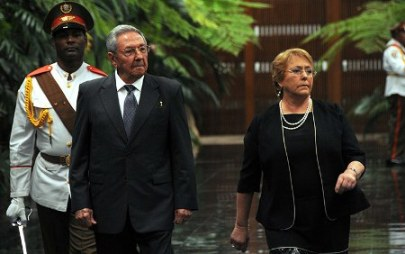 20180109044223-raul-castro-y-michelle-bachelet.jpg