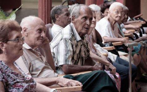 20180915043009-opt-ancianos-cuba.jpg