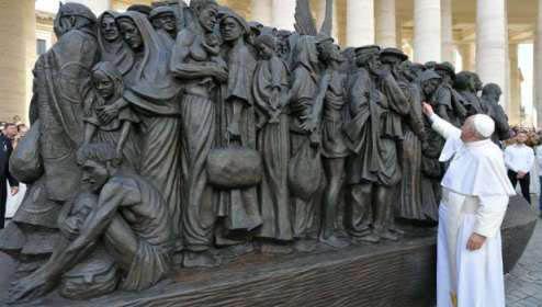 20190930022046-escultura-migrantes-vatican-media-29092019.jpg