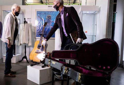 20200622071844-guitarra-de-cobain-vendida-en-6-millones-de-dolares.jpg